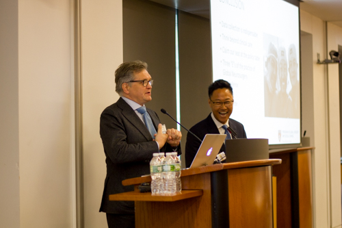 Dr. Roger Härtl fields questions with Dr. Kee Park