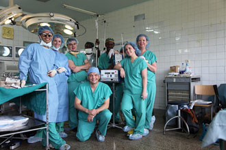 Dr. Hartl and the neurosurgery team in Tanzania