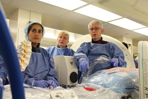 Dr. Eric Elowitz demonstrates minimally invasive spine procedures